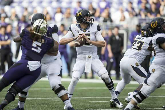 SEATTLE, WA - SEPTEMBER 26: Quarterback Jared Goff #16 of the California Golden Bears drops back to pass during the first half of a game against the Washington Huskies at Husky Stadium on September 26, 2015 in Seattle, Washington. (Photo by Stephen Brashear/Getty Images)