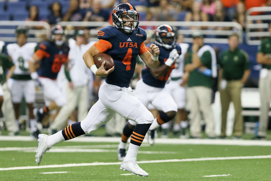UTSA's Blake Bogenschutz takes off on a quarterback keeper during the first quarter of their game with Colorado State at the Alamodome on Sept. 26, 2015. Photo: Marvin Pfeiffer /San Antonio Express-News / Express-News 2015