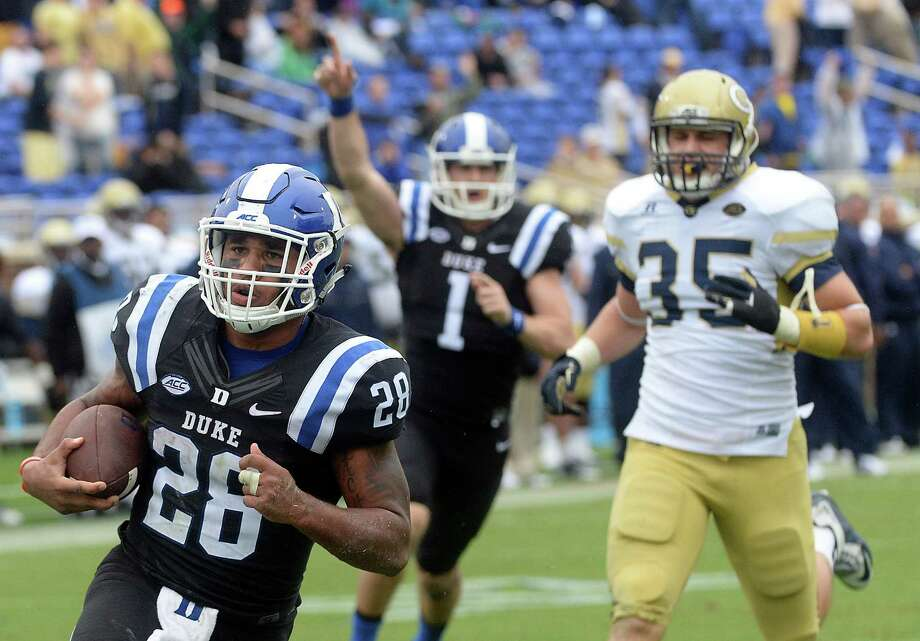 Duke running back Shaquille Powell (28) scores Duke's final touchdown as teammate and quarterback Thomas Sirk (1) signals a touchdown as Powell scampers 28 yards on fourth-and-1 to scoreon Saturday, Sept. 26, 2015, at Wallace Wade Stadium in Durham, N.C. Duke won, 34-20. (Chuck Liddy/Raleigh News & Observer/TNS) Photo: Chuck Liddy, MBR / Raleigh News & Observer