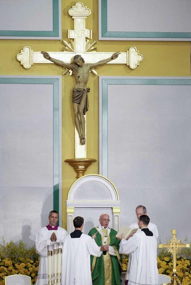 Pope Francis, center, celebrates Mass Sunday, Sept. 27, 2015, in Philadelphia. Photo: Matt Slocum, AP / AP