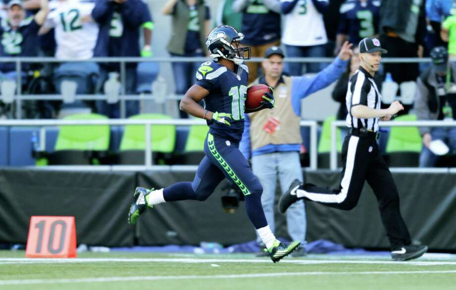 Seattle Seahawks wide receiver Tyler Lockett returns a Chicago Bears kickoff 105 yards for a touchdown in the second half of an NFL football game, Sunday, Sept. 27, 2015, in Seattle. (AP Photo/John Froschauer) Photo: John Froschauer, Associated Press / FR74207 AP