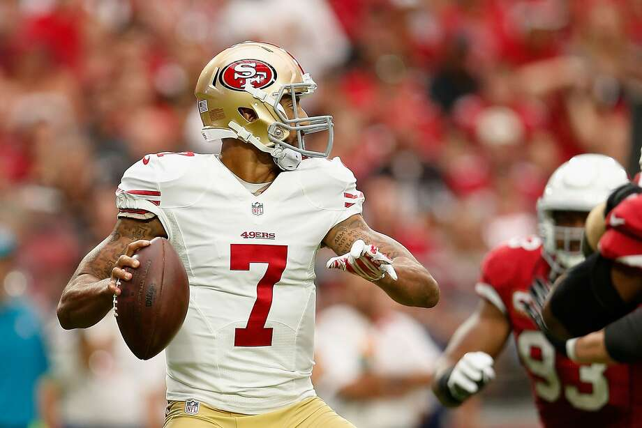 Quarterback Colin Kaepernick #7 of the San Francisco 49ers looks to make a pass during the first half of the NFL game against the Arizona Cardinals at the University of Phoenix Stadium on September 27, 2015 in Glendale, Arizona. Photo: Christian Petersen, Getty Images