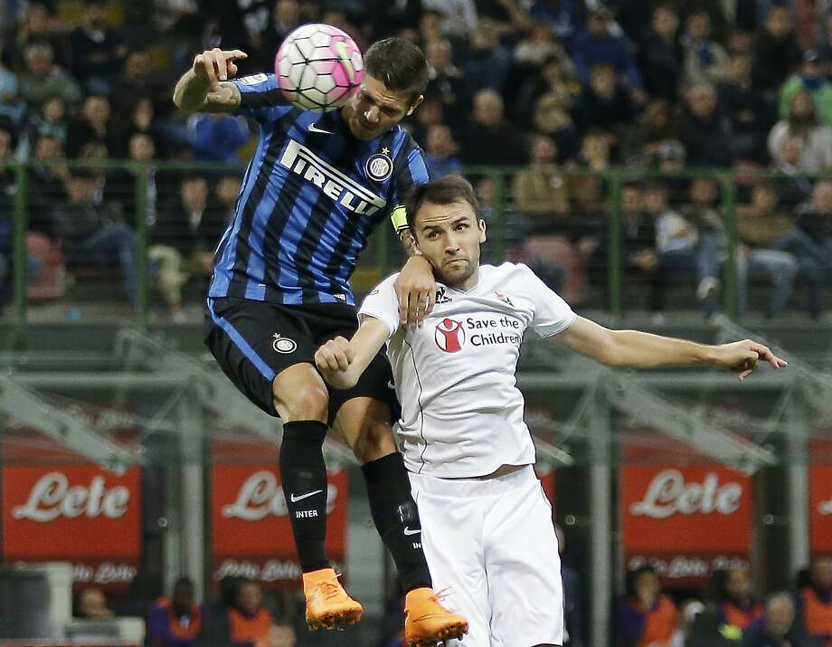 Inter Milan's Mauro Icardi (left) jumps for the ball with Fiorentina's Milan Badelj. Photo: Antonio Calanni, Associated Press
