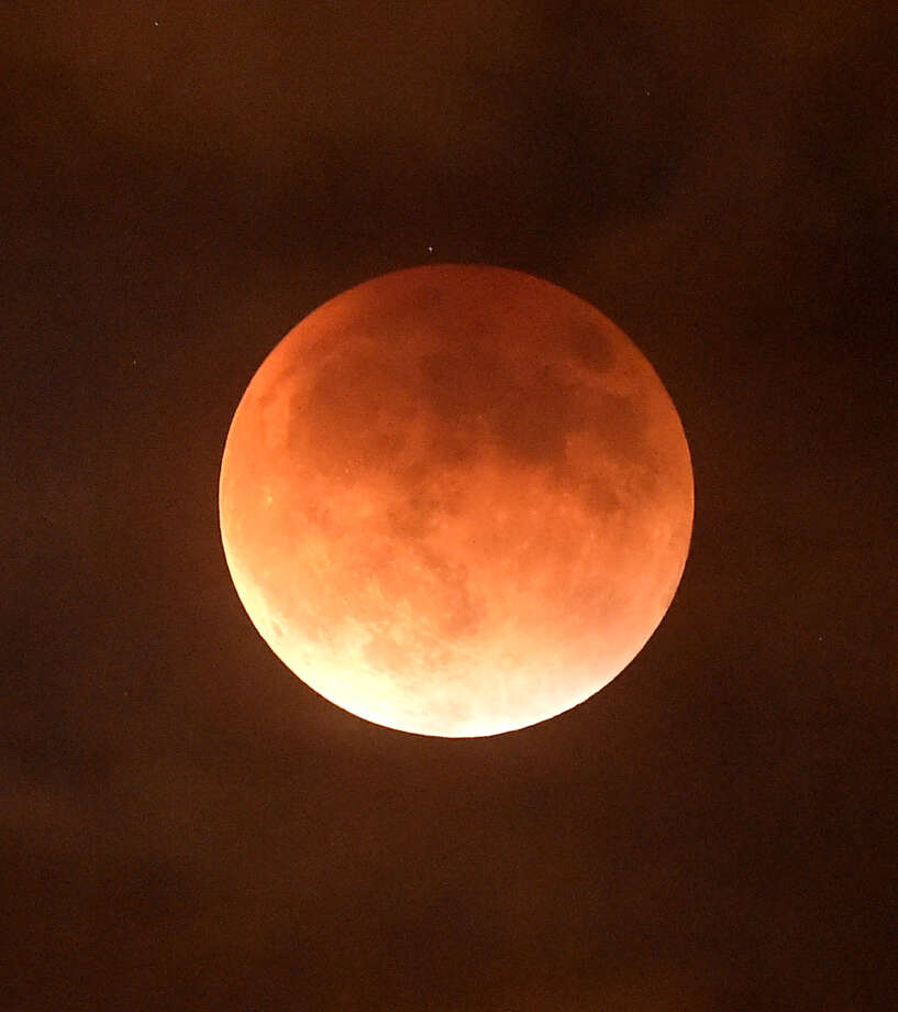 BURBANK, CA - SEPTEMBER 27:  An eclipsed supermoon is shown on September 27, 2015 in Burbank California. A supermoon occurs when a full moon coincides with its perigee, which is its closest approach to the Earth. A lunar eclipse and a supermoon won't occur together until 2033.  (Photo by Kevin Winter/Getty Images) ORG XMIT: 581601113 Photo: Kevin Winter / 2015 Getty Images