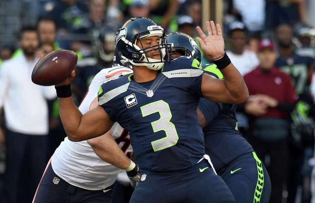 Quarterback: After being under almost constant pressure for most of the first half, Russell Wilson finally got a little time to operate in the Hawks' final drive of the half. Things got even better in the second half, when Wilson was 11-of-16 passing for 140 yards, including  a 30-yard touchdown to Jimmy Graham. He could have had another long touchdown to Tyler Lockett in the fourth quarter had the ball not been dropped, and he used his legs sparingly, but effectively. Not perfect, but a good game from Wilson. Grade: B+