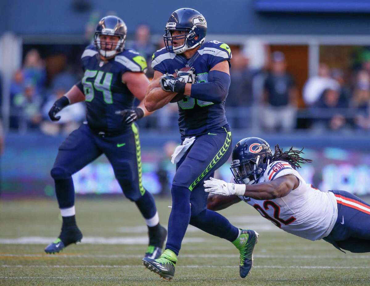 Receivers/tight ends: After a week of rumblings regarding his offensive role, tight end Jimmy Graham was involved early and often in Seattle's offense versus Chicago, catching a season-high seven passes for 83 yards and the score. Jermaine Kearse had another solid game, tying Graham for a team-high seven catches for 76 yards. Though he had just three catches on the game, Doug Baldwin converted a key third down in the third quarter. Ricardo Lockette had a 23-yard gain, but a big drop, too. Grade: A-
