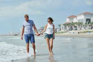 Shawn Booth and Kaitlyn Bristowe take a stroll on a Galveston beach.