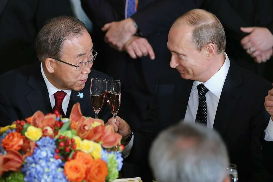 U.N. Secretary-General Ban Ki-Moon (left) and Russian President Vladimir Putin toast during a luncheon at the 70th annual U.N. General Assembly in New York City. Photo: Chip Somodevilla, Getty Images