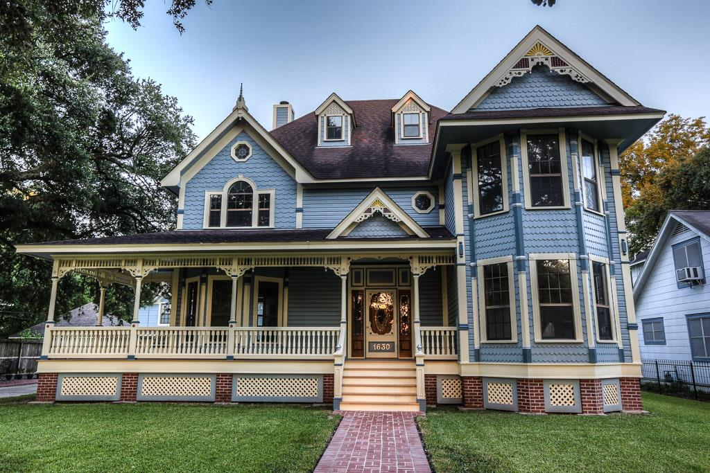 Victorian style heights home is a life size dollhouse for Custom built victorian homes