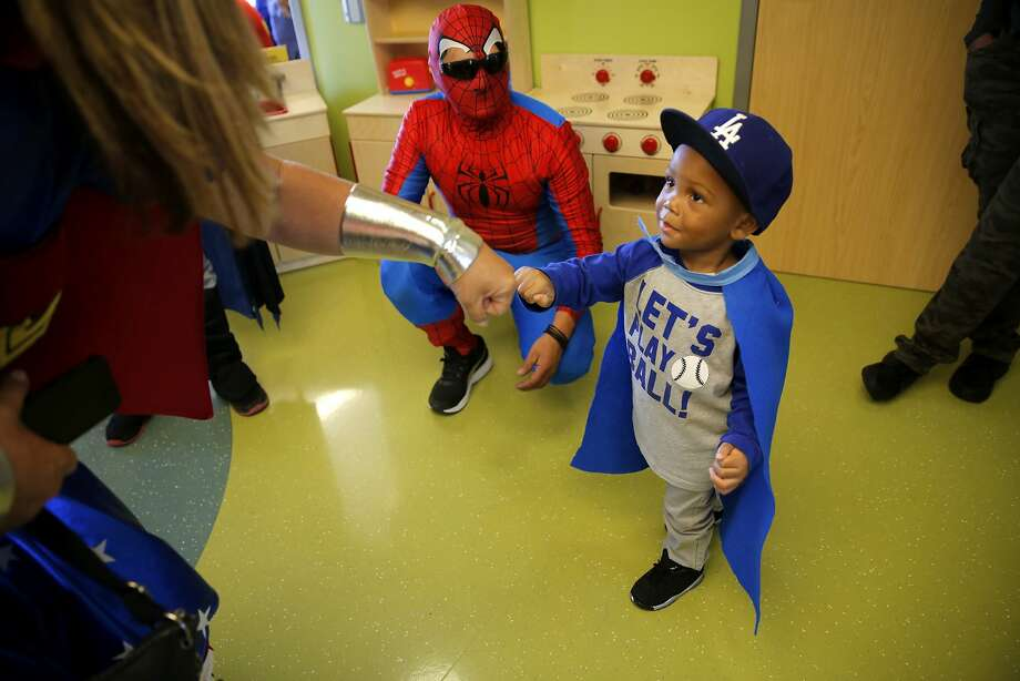 Ceion MCkay, 3, fist bumps with Wonder Woman at the UCSF Benioff Children's Hospital in San Francisco, California, on Monday, Sept. 28, 2015. Photo: Connor Radnovich, The Chronicle