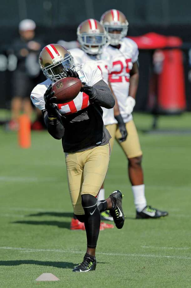 San Francisco 49ers' cornerback Shareece Wright, 24 pulls in a pass during training camp at their practice facility in Santa Clara, Calif., on Fri. August 7, 2015. Photo: Michael Macor / The Chronicle / ONLINE_YES