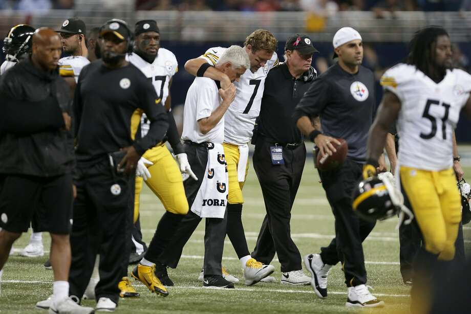 Ben Roethlisberger limped off the field Sunday, leaving the Steelers' offense in the hands of backup QB Michael Vick. Photo: Tom Gannam, Associated Press