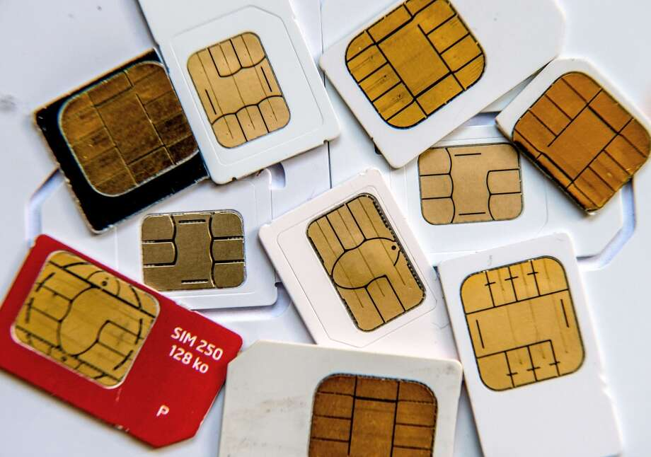 Many international travelers are weighing the convenience of a calling plan against the savings of a SIM card.  Photo: PHILIPPE HUGUEN, AFP/Getty Images