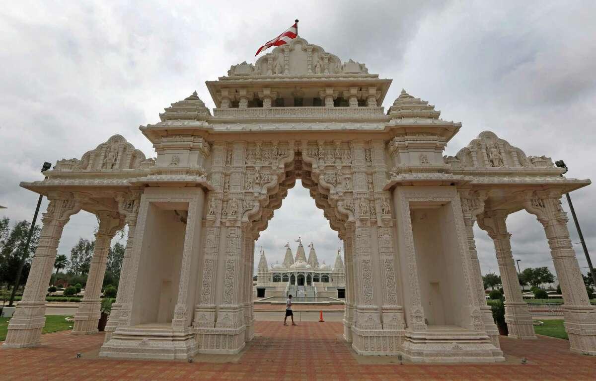 Sugarland/Stafford: BAPS Shri Swaminarayan Mandir1150 Brand Lane,StaffordTucked away in a neighborhood close to Sugar Land, this beautiful Hindu temple is a must-see.