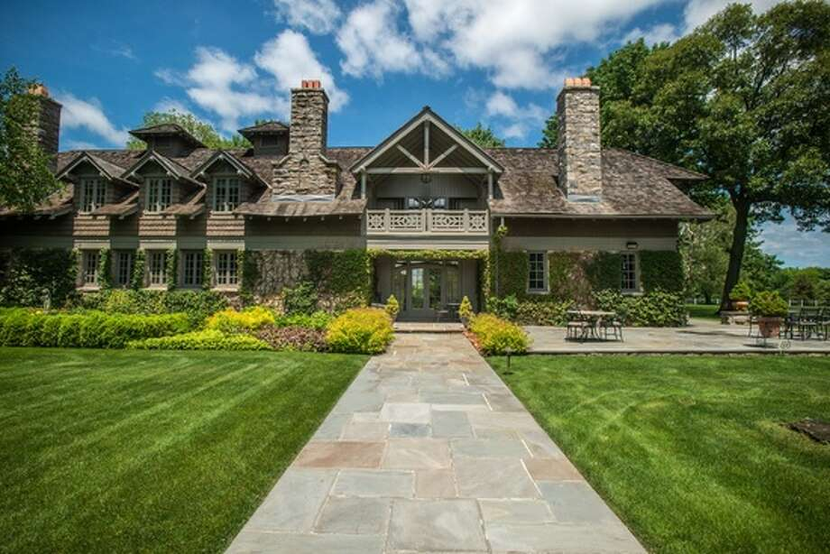 25 Lower Cross Rd, Greenwich, CT 06831 Photo: Zillow