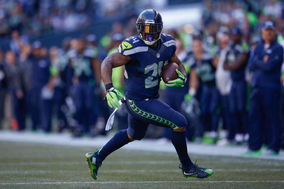 Running back Marshawn Lynch #24 of the Seattle Seahawks rushes against the Chicago Bears at CenturyLink Field on September 27, 2015 in Seattle, Washington. (Photo by Otto Greule Jr/Getty Images)