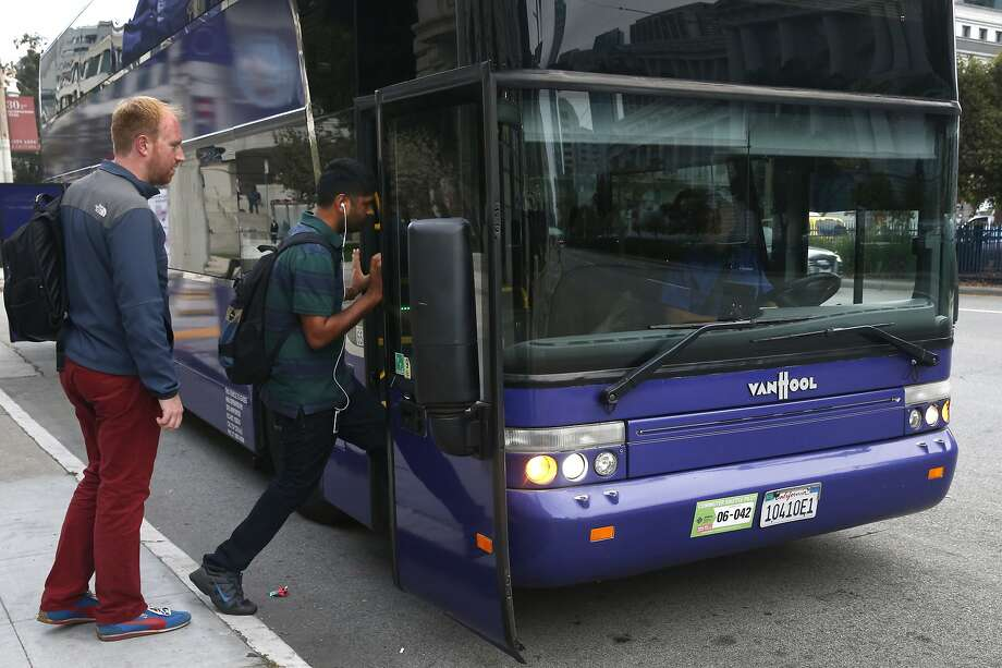 Yahoo employees board a shuttle bus driven by Tracy Kelley at Van Ness Avenue and McAllister Street in San Francisco, Calif. on Tuesday, Sept. 29, 2015. Photo: Paul Chinn, The Chronicle