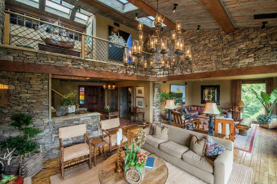 Billionaires John and Cami Goff are selling their compound on Eagle Mountain Lake, about 30 minutes northwest of downtown Fort Worth. The retreat, priced at $8.9 million, will be auctioned without reserve on Oct. 8. The property includes a six-bedroom home, a cabana, a boat dock and a pool. Photo: Wade Griffith, Courtesy, Concierge Auctions / © Wade Griffith Photography 2015
