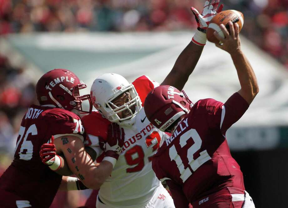 Houston Cougars defensive tackle B.J. Singleton (93) puts the pressure on Temple Owls quarterback Connor Reilly (12) in the third quarter as the University of Houston Cougars defeated the Temple Owls 22-13 in their first American Athletic Conference game at Lincoln Financial Field Saturday, Sept. 7, 2013, in Philadelphia. ( Johnny Hanson / Houston Chronicle ) Photo: Johnny Hanson, Staff / © 2013  Houston Chronicle