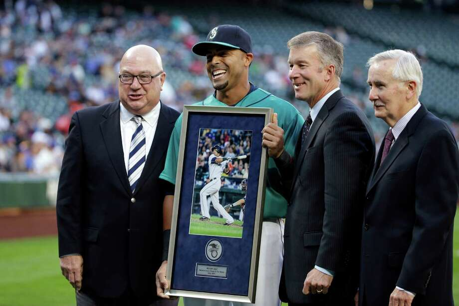 Seattle Mariners CEO Howard Lincoln (right), shown here with (L to R) former GM Jack Zduriencik, M's designated hitter Nelson Cruz and team president Kevin Mather, said he will take a self-imposed pay cut after a disappointing 2015 season. Photo: Elaine Thompson, Associated Press / AP