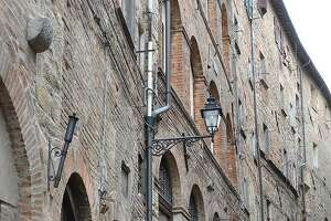 Volterra: Hill town rises above being a tourist trap - Photo