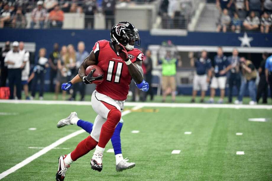 Atlanta Falcons wide receiver Julio Jones (11) grabs a pass during an NFL football game against the Dallas Cowboys Sunday, Sept. 27, 2015, in Arlington, Texas. (AP Photo/Michael Ainsworth) Photo: Michael Ainsworth, FRE / FR171389 AP
