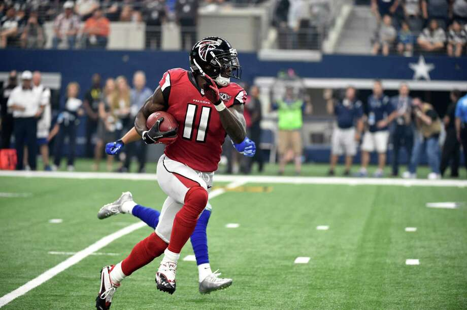 Atlanta Falcons wide receiver Julio Jones (11) grabs a pass during an NFL football game against the Dallas Cowboys Sunday, Sept. 27, 2015, in Arlington, Texas. (AP Photo/Michael Ainsworth) Photo: Michael Ainsworth, FRE / FR171389 AP