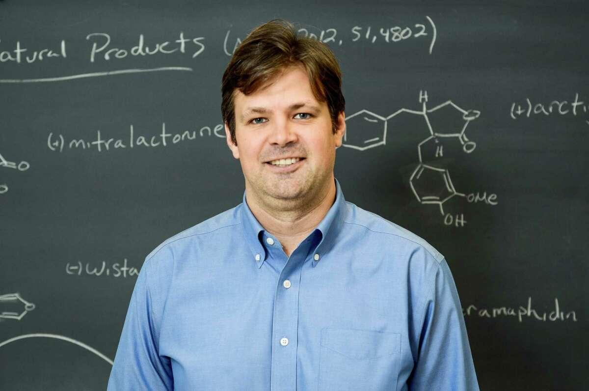 Houston native William Dichtel, who works at Cornell University, has won a MacArthur grant.