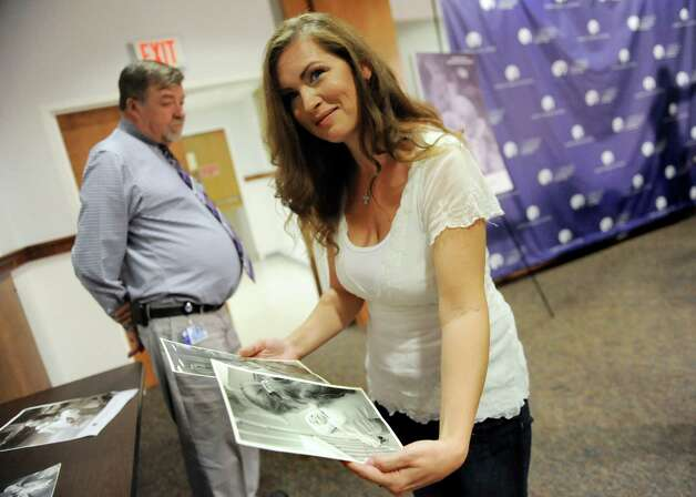 Amanda Scarpinati of Athens, right, looks at photographs of herself on Tuesday, Sept. 29, 2015, at Albany Medical Center in Albany, N.Y. Scarpinati was reunited with a nurse she was seeking via social media. (Cindy Schultz / Times Union) Photo: Cindy Schultz / 00033514A