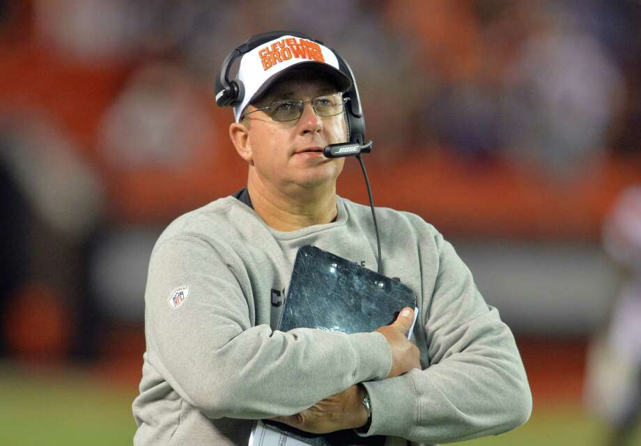 Cleveland Browns offensive line coach Andy Moeller stands on the sideline during an NFL preseason football game against the Buffalo Bills, Thursday Aug. 20, 2015, in Cleveland. Buffalo won 11-10. (AP Photo/David Richard) Photo: David Richard, FRE / FR25496 AP