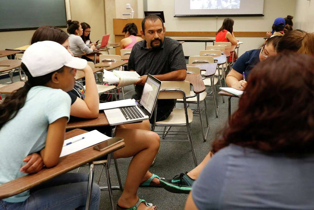 UTSA professor Marco Cervantes teaches the class, Mexican Americans in the Southwest, at the university's main campus on Thursday, Aug. 28, 2015. Cervantes also uses his ability to rap to teach culture and customs in his Mexican Studies course. (Kin Man Hui/San Antonio Express-News)