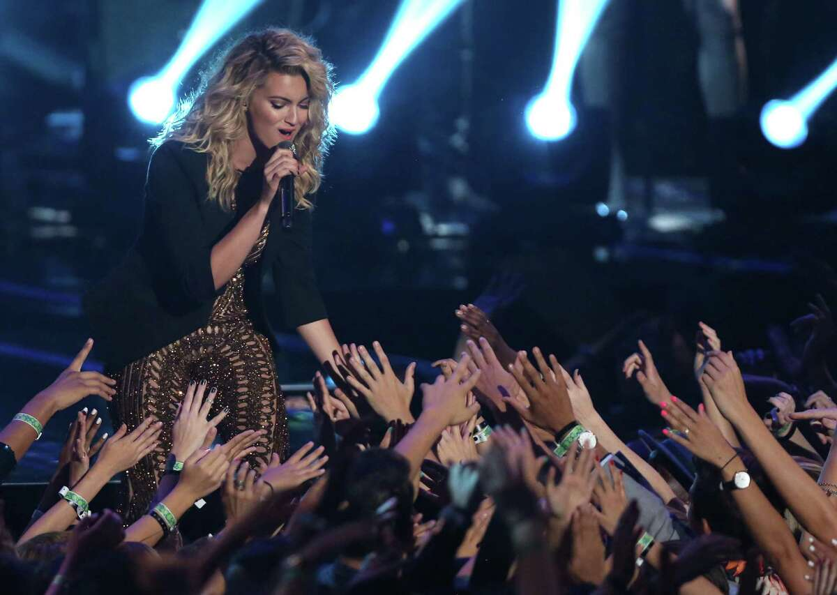 Tori Kelly Kelly is a reality-show veteran. She just missed the top 24 on Season 9 of