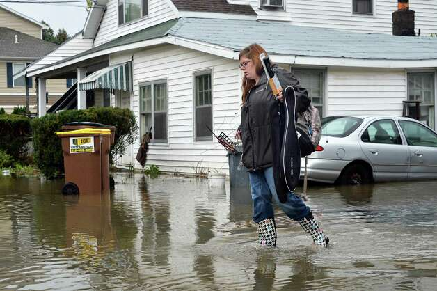 Jasmine Corp carries belongings as she evacuate her Sumpter St. home Wednesday Sept. 30, 2015 in Colonie, NY.  (John Carl D'Annibale / Times Union) Photo: John Carl D'Annibale / 10033561A
