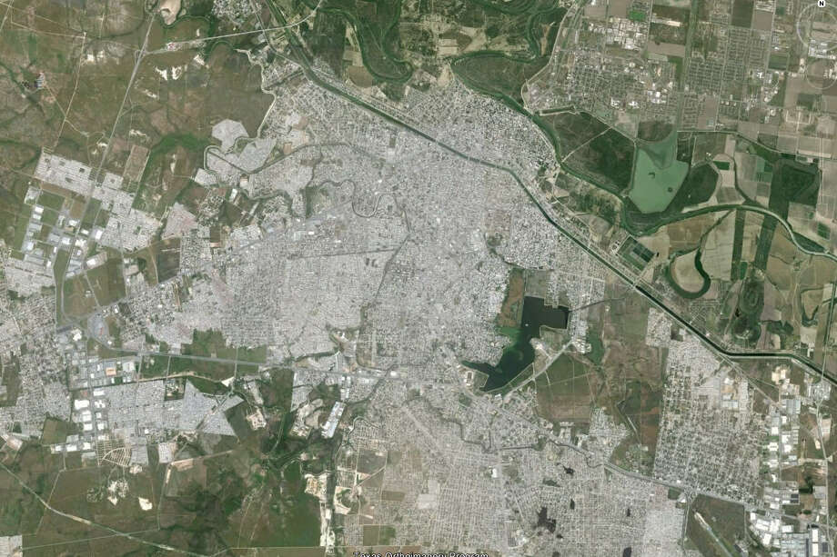 The cities of McAllen, Texas and Reynosa, Tamaulipas, Mexico are separated by the Rio Grande River. (Google Earth)