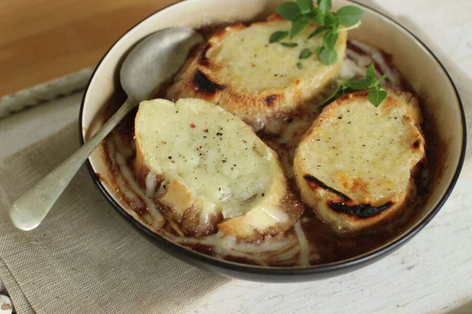 This Sept. 14, 2015 photo shows grilled French onion soup in Concord, N.H. This dish is from a recipe by Elizabeth Karmel. This fall, get French onion soup off the stove, and onto a grill. (AP Photo/Matthew Mead)  ORG XMIT: MER2015092811412508 Photo: Matthew Mead / FR170582 AP