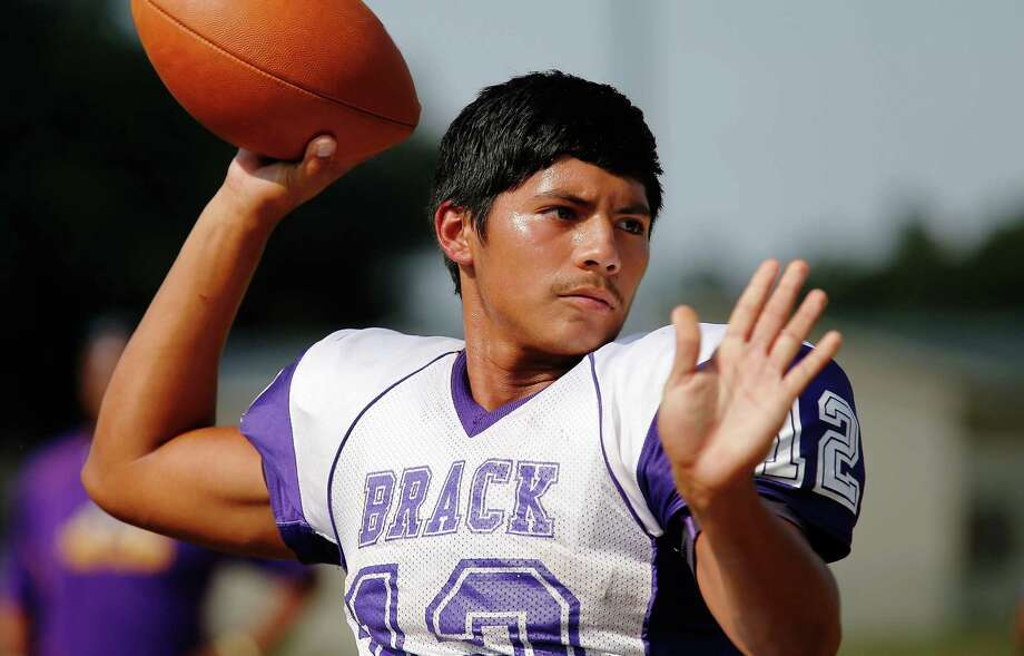 Brackenridge quarter- back Antonio Lopez is considered one of the top passers in the area. Photo: Kin Man Hui /San Antonio Express-News / ©2015 San Antonio Express-News