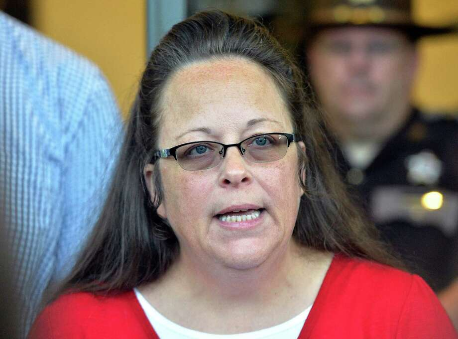 "Kim Davis said that during her meeting with Pope Francis, he gave her rosaries and told her to ""stay strong."" Photo: Timothy D. Easley /Associated Press / FR43398 AP"