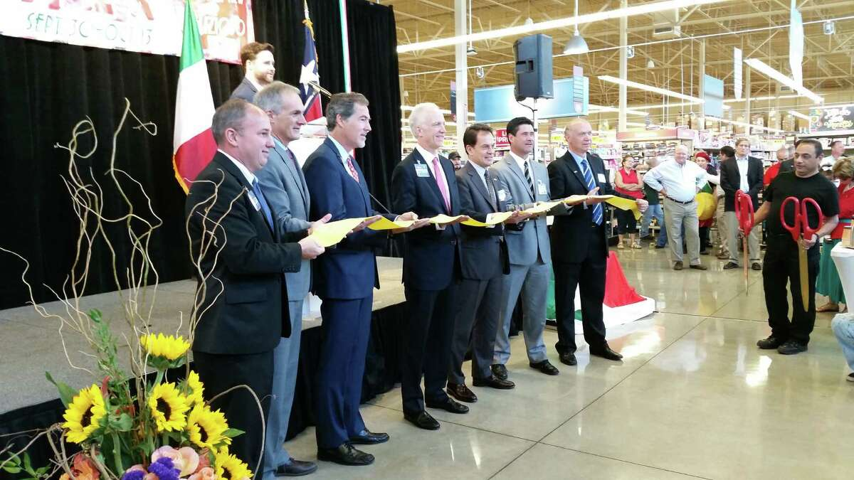 Officials from H-E-B and the Italian Trade Agency celebrate the addition of hundreds of new Italian-made foods in H-E-B stores.