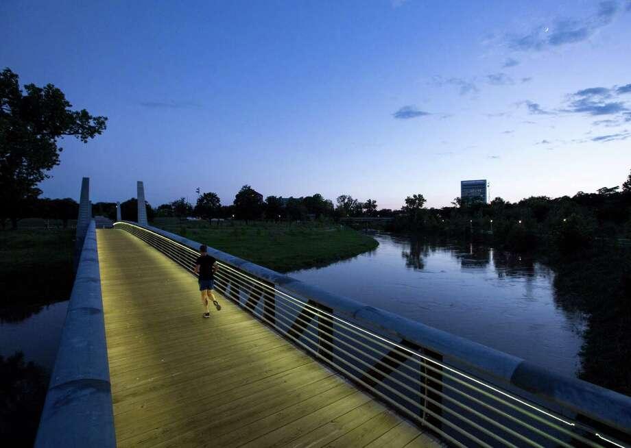 The Carruth Pedestrian Bridge in Buffalo Bayou Park. Photo: Jon Shapley, Staff / © 2015 Houston Chronicle
