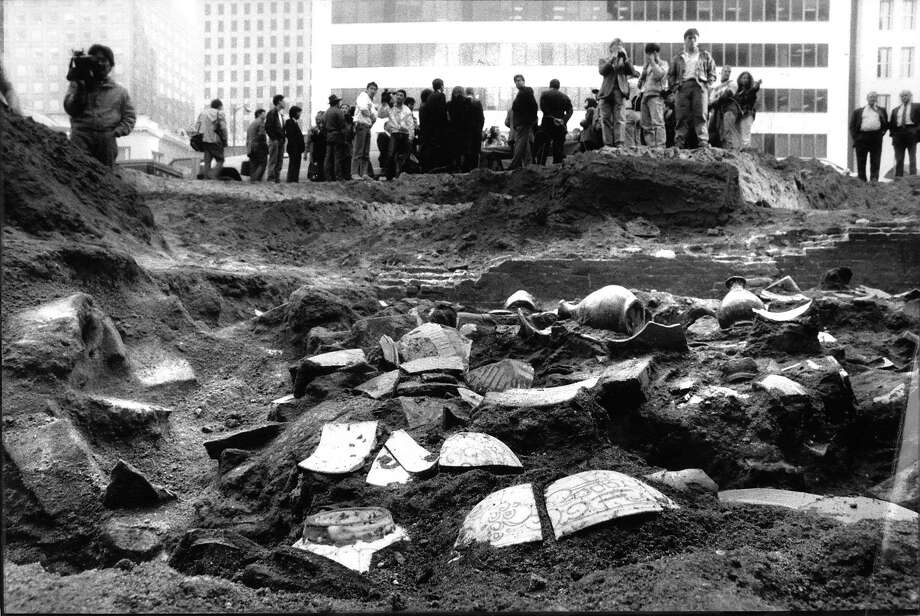 Dec. 13, 1988: Chinese artifacts from the 1800s were found at a construction site in San Francisco's Chinatown. Photo: Scott Sommerdorf, The Chronicle