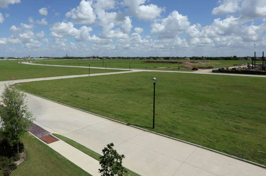 The largest plot of undeveloped land in Sugar Land, a field at the corner of U.S. 59 and University Boulevard which is also home to the future site of the Sugar Land Performing Arts Center, is seen Friday, Sept. 18, 2015, in Sugar Land. A proposed mixed-use development at the site is at the heart of a conflict between nearby residents and developers. The latter plan to build 900 apartment units, as well as office and retail spaces, and residents are organizing a petition to change city zoning laws.  ( Jon Shapley / Houston Chronicle ) Photo: Jon Shapley, Staff / © 2015 Houston Chronicle