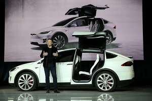 Tesla reveals prices for standard Model X SUVs - Photo