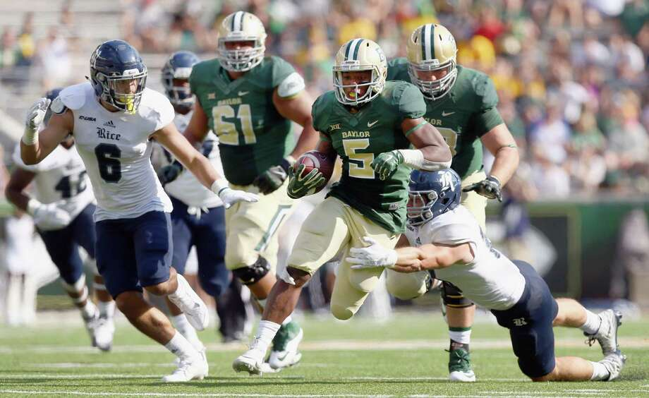 WACO, TX - SEPTEMBER 26:  Johnny Jefferson #5 of the Baylor Bears carries the ball against Nick Uretsky #21 of the Rice Owls and Zach Espinosa #6 of the Rice Owls at McLane Stadium on September 26, 2015 in Waco, Texas.  (Photo by Tom Pennington/Getty Images) Photo: Tom Pennington, Staff / 2015 Getty Images