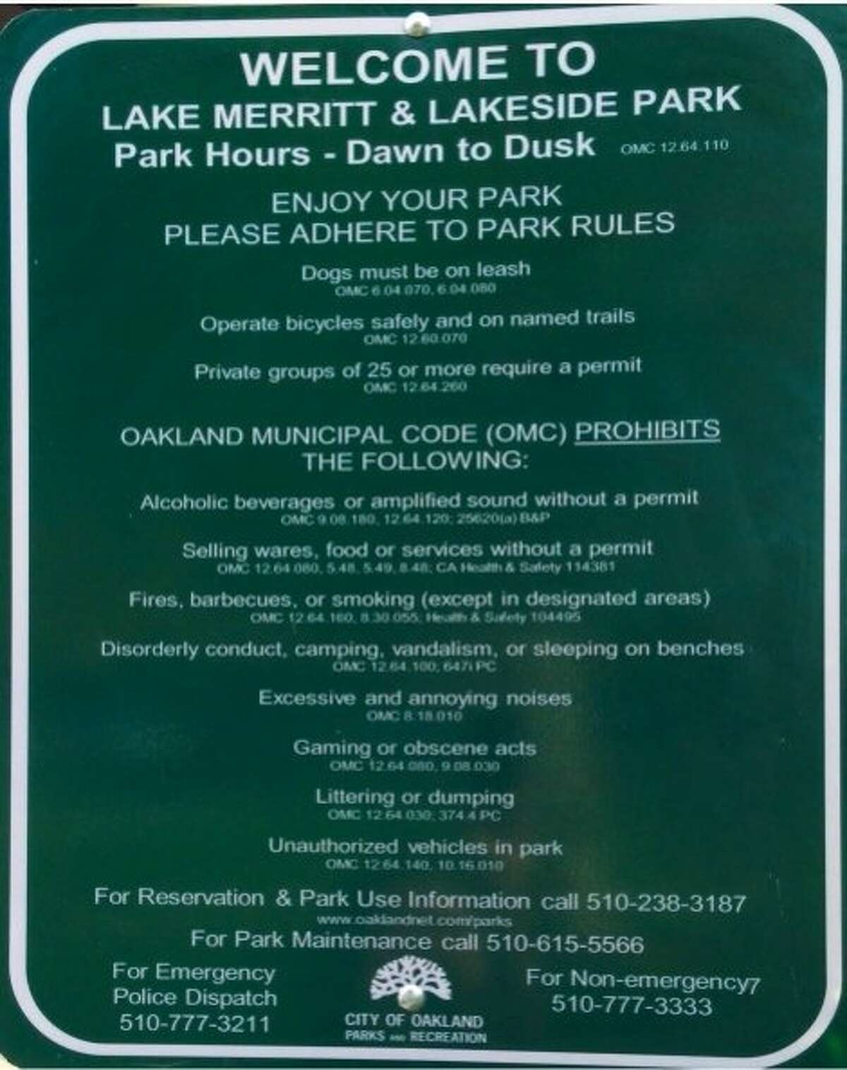 Sign at Lake Merritt and Lakeside Park says park hours are from dawn to dusk.