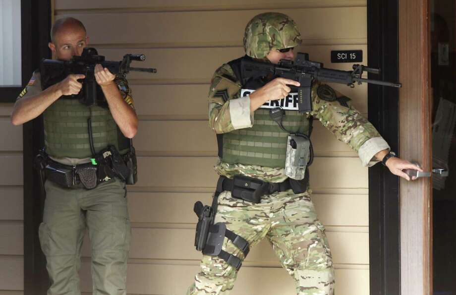 Authorities respond to a report of a shooting at Umpqua Community College in Roseburg, Ore., Thursday, Oct. 1, 2015. Photo: Michael Sullivan, AP / The News-Review