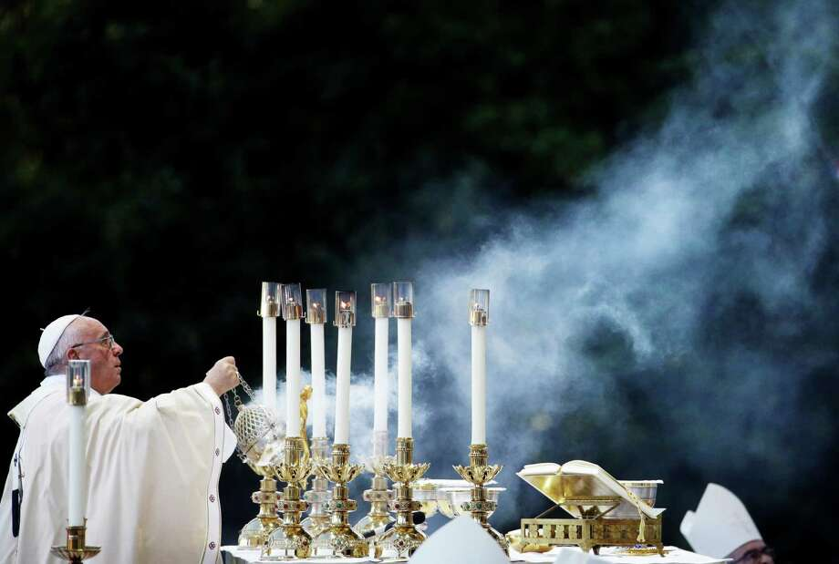 Pope Francis conducts Mass outside the Basilica of the National Shrine of the Immaculate Conception in Washington, D.C. Photo: David Goldman, STF / AP