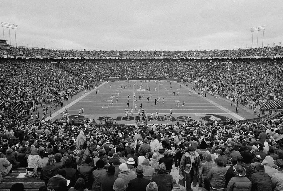 This is the scene prior to the start of Super Bowl IX, matching the Pittsburgh Steelers against the Minnesota Vikings at Tulane Stadium in New Orleans, La., Jan. 12, 1975. (AP Photo/Boone) Photo: Boone, AP