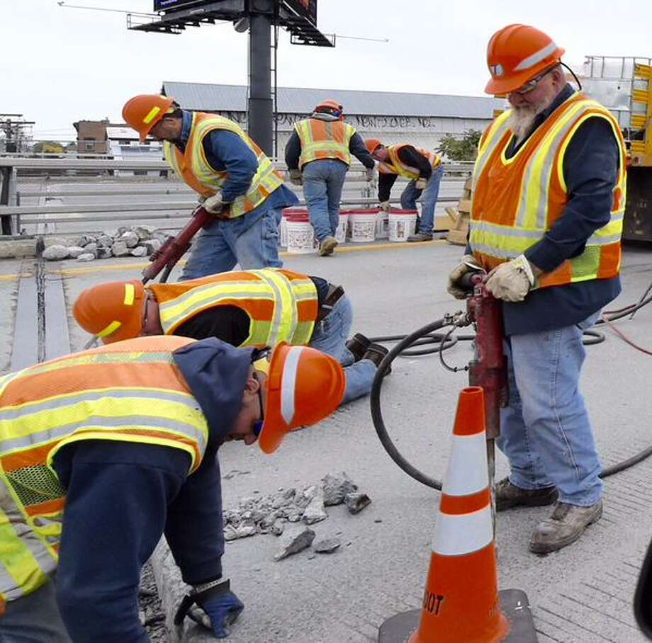 Emergency repairs taking place on I90 over Broadway in Albany, NY, on Friday, Oct. 2, 2015. (Skip Dickstein /TImes Union)