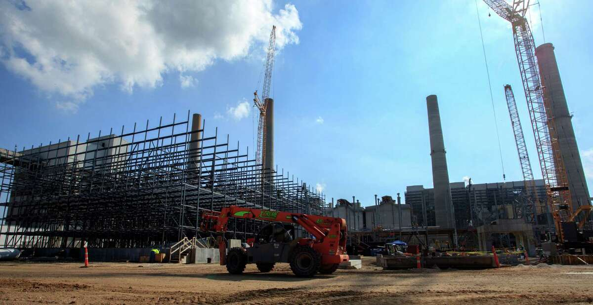 NRG Energy says it is getting out of the carbon capture business, although it plans to finish the $1 billion Petra Nova project at its W.A. Parish power plant southwest of Houston. (Bob Levey/For The Chronicle)