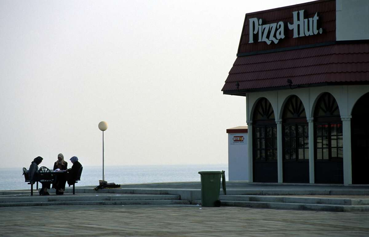 PHOTOS: Current businesses that obviously used to be a Pizza Hut The design of the the traditional Pizza Hut buildings is known worldwide (here it is in Qatar). However, the architecture is iconic, it makes things a little awkward when another business tries to move into a past Pizza Hut location. Check out these churches, funeral homes and other businesses that clearly used to be Pizza Huts ...